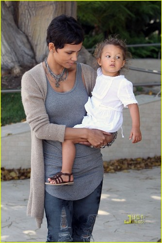 Halle Berry: Mother's día with Nahla!