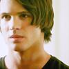 Información de los personajes cannon {The Vampire Diaries} Jeremy-jeremy-gilbert-12054383-100-100