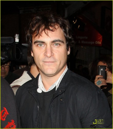 Joaquin at the Exit Through the Gift Магазин premiere (April 12)