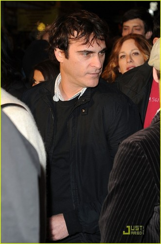 Joaquin at the Exit Through the Gift comprar premiere (April 12)
