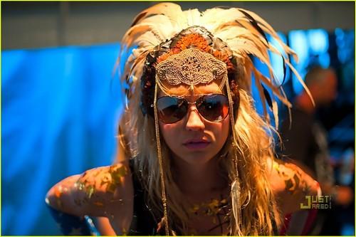 Ke$ha: Nashville Flood Benefit konsiyerto on June 16!