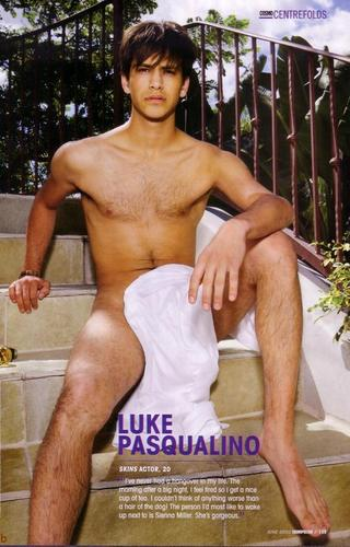 Skins achtergrond entitled Luke in Cosmo Centrefolds
