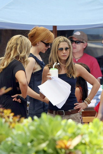 Nicole on the set of Just Go With It w/ Jennifer Aniston