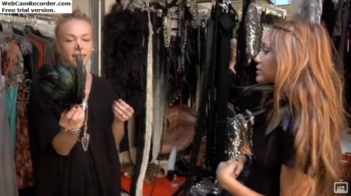 The Fit: Behind The Scenes of 'Can't Be Tamed' Музыка Video (11th April 2010)