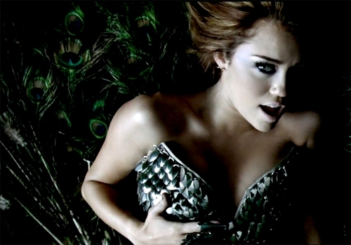 miley ican't be tamed (real pic) not screenscrap