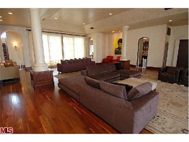 Sala de estar... Avril-s-House-3-avril-lavigne-12176498-640-480