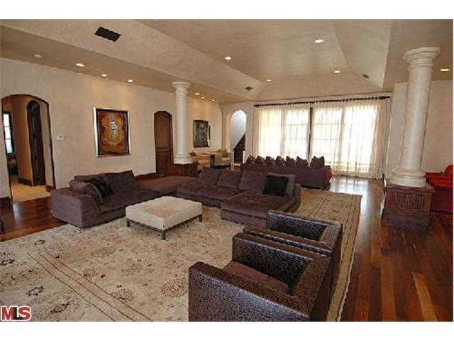 Sala de estar... Avril-s-House-3-avril-lavigne-12176501-640-480