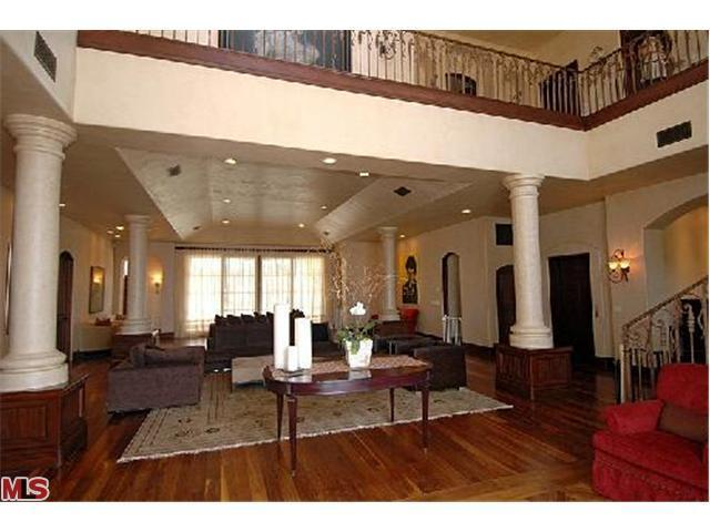 Sala de estar... Avril-s-House-3-avril-lavigne-12176515-640-480