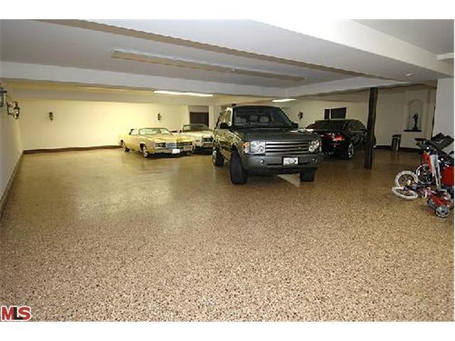 Garagem da casa Avril-s-House-3-avril-lavigne-12176529-640-480
