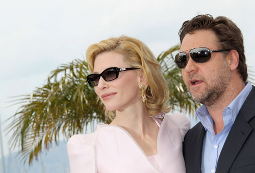 Cate Blanchett: Robin capuz, capa Gets Canned!