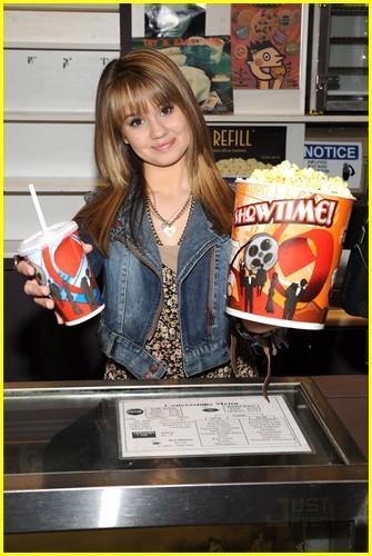 Debby Ryan is palomitas de maiz, palomitas de maíz Playful