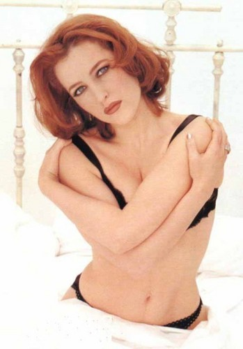 Gillian Anderson wolpeyper titled FHM Shoot 1996