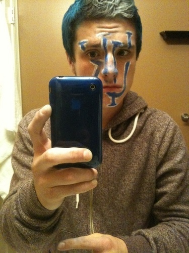 Josh Hutcherson wallpaper titled I love @jhutch1992 :) btw, his twitter account. I love this pics!