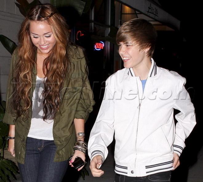 justin bieber and miley cyrus kissing. Justin Bieber Kissing Miley