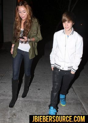 Justin and Miley dinning n Ari-ya at Beverly Hills centre - justin-bieber photo