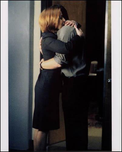 Mulder/Scully Hug