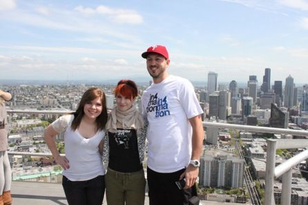 paramore on parte superior, arriba of the el espacio Needle