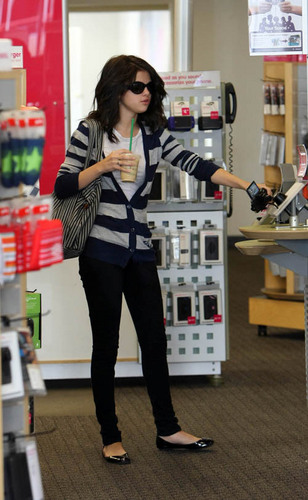 Selena Gomez With Starbucks Cup