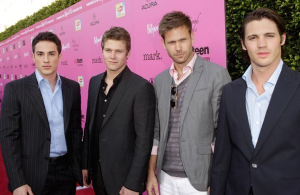 http://images2.fanpop.com/image/photos/12100000/TVD-Cast-Backstage-At-The-Young-Hollywood-Awards-the-vampire-diaries-tv-show-12190716-595-386.jpg