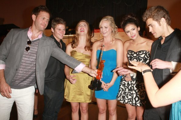 http://images2.fanpop.com/image/photos/12100000/TVD-Cast-Backstage-At-The-Young-Hollywood-Awards-the-vampire-diaries-tv-show-12190808-595-397.jpg