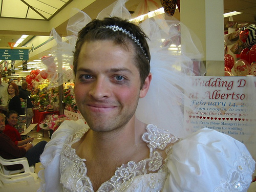 http://images2.fanpop.com/image/photos/12100000/Vicki-Misha-renew-their-vows-Albertsons-misha-collins-12166022-500-375.jpg