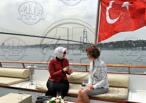 Asma Al Assad - Página 9 Asma-Hayrulnisa-first-lady-asma-12179437-512-362