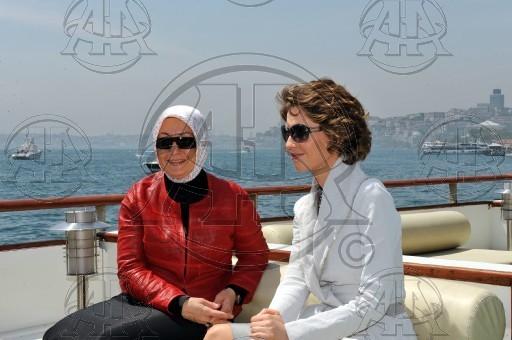 Asma Al Assad - Página 9 Asma-Hayrulnisa-first-lady-asma-12179438-512-340