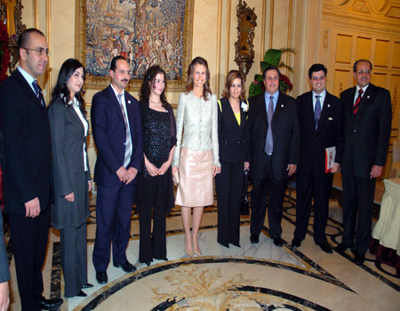 Asma Al Assad - Página 9 First-lady-asma-al-assad-first-lady-asma-12159513-450-350