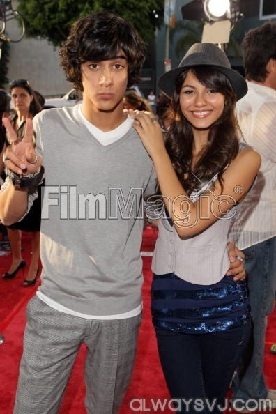 are beck and jade from victorious dating in real life