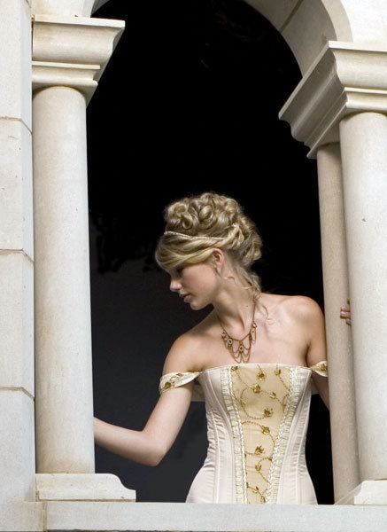 """Love Story"" (music video photoshoot) - Fearless (Taylor Swift album) Photo (12206383) - Fanpop"
