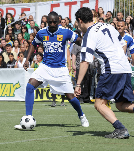 """Akon attends MTV Tr3s's """"Rock N' Gol"""" World Cup Kick-Off at the nyumbani Depot Center on March 31, 2010."""