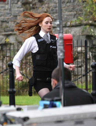 Amy Pond karatasi la kupamba ukuta entitled Amy pond behind the scenes