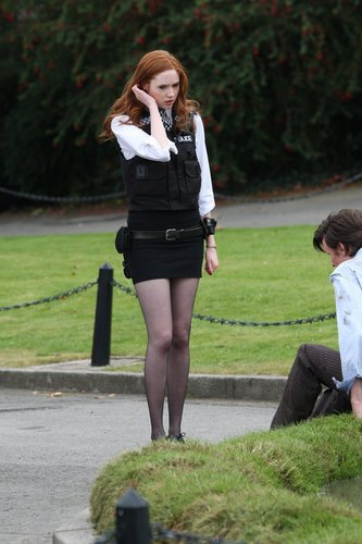 Amy Pond achtergrond entitled Amy pond behind the scenes