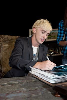 Appearances > 2009 > Promoting HBP at MTV Canada - Signing