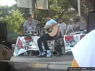 Appearances > 2009 > [SCREEN CAPTURES] Party 105 Megajam (August 15, 2009)