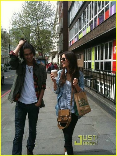 Avan/Victoria Out and About in England