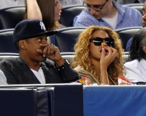Beyoncé and Jay Z at the Yankees game (May 14)