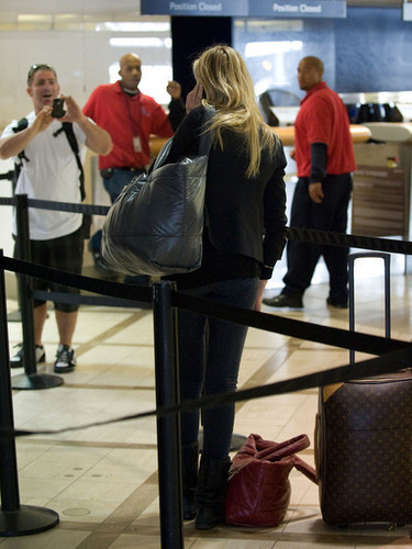 Cameron Diaz at the Airport