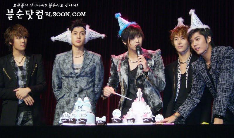 ** SS501 **  UR MAN y  BOYS BEFORE FLOWERS funny GIFS Heo-Young-Saeng-Birthday-ss501-12230507-800-473