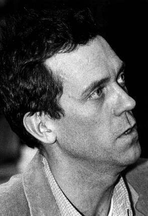 Hugh Laurie hình nền entitled Hugh <3