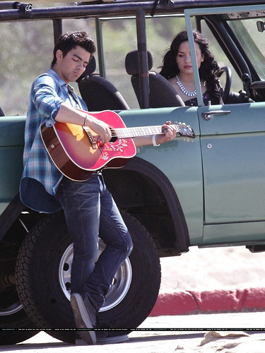 Jemi unknown pic