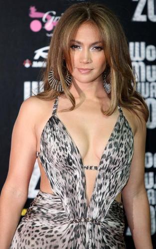 Jennifer Lopez Dazzles at 2010 World música Awards