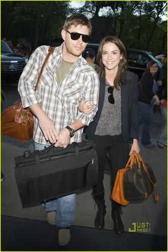 Jensen Ackles Hintergrund entitled Jensen & Danneel out in NYC