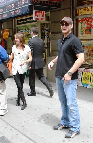 Jensen Ackles Hintergrund called Jensen & Danneel out in NYC