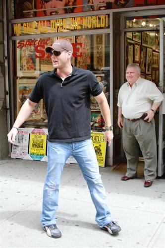 Дженсен Эклс Обои called Jensen & Danneel out in NYC