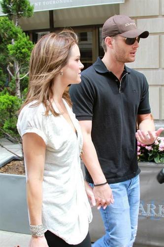 詹森·阿克斯 壁纸 entitled Jensen & Danneel out in NYC