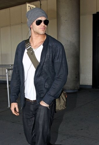Kellan arrives at LaGuardia Airport