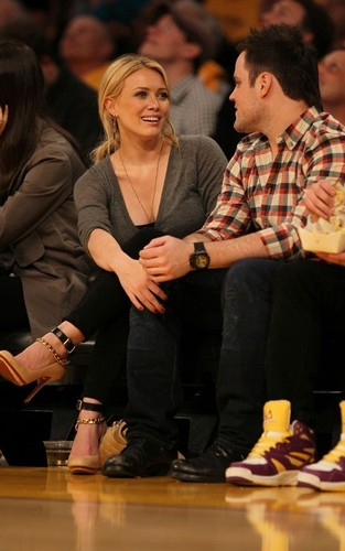 Mike Comrie and Hilary Duff at the Lakers playoff game (May 17)