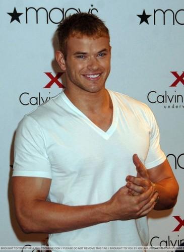 meer Pics: Kellan promoting Calvin Klein X Underwear At Macy's