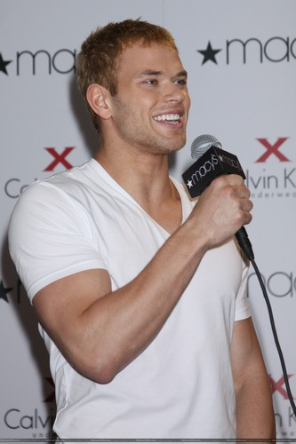 еще Pics: Kellan promoting Calvin Klein X Underwear At Macy's